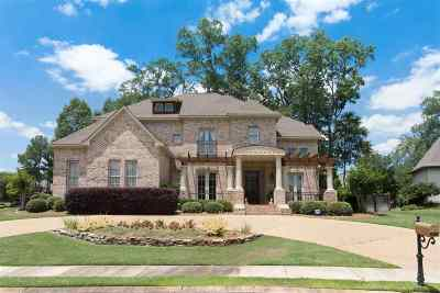 Madison County Single Family Home For Sale: 200 Clermont Dr