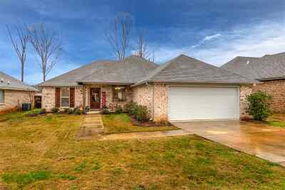 Single Family Home Contingent/Pending: 640 Greenfield Ridge Dr East