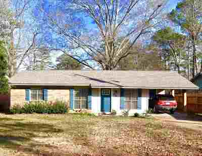 Brandon Single Family Home Contingent/Pending: 306 Woodland Dr
