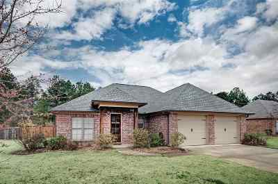Lake Caroline Single Family Home For Sale: 137 Hampton Pl