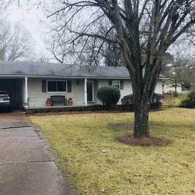 Ridgeland Single Family Home Contingent/Pending: 322 S Wheatley
