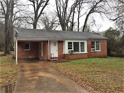 Carthage MS Single Family Home Contingent/Pending: $39,000
