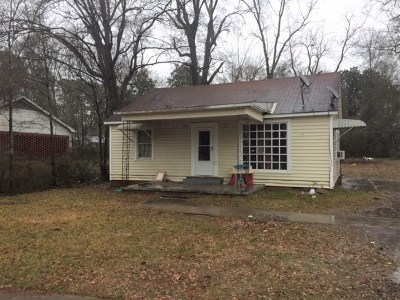 Carthage MS Single Family Home Contingent/Pending: $49,000
