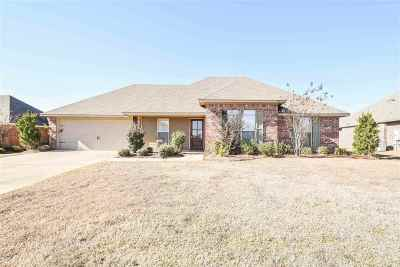 Madison Single Family Home Contingent/Pending: 117 Palin Dr