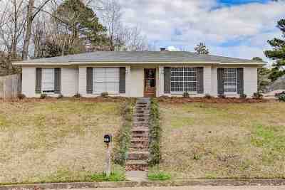 Clinton Single Family Home Contingent/Pending: 502 Hollyberry Dr