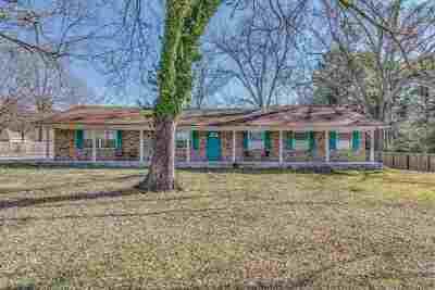 Ridgeland Single Family Home Contingent/Pending: 446 S Wheatley