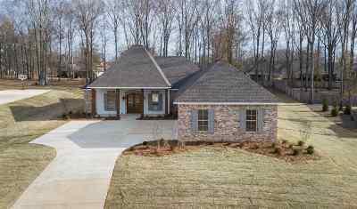 Madison Single Family Home For Sale: 168 Saddle Brook Cv