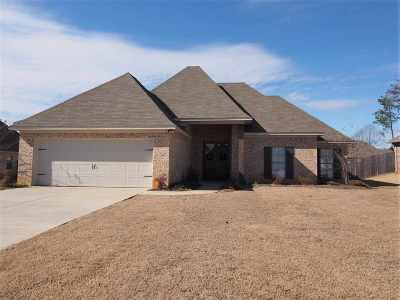 Madison Single Family Home For Sale: 425 Cumberland Ridge
