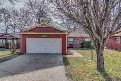 Clinton Single Family Home For Sale: 300B Avondale Dr