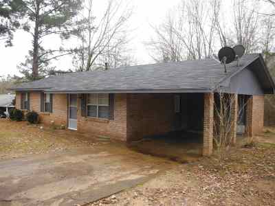 Carthage MS Single Family Home Contingent/Pending: $79,900