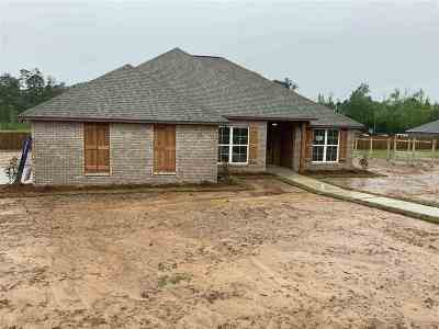 Simpson County Single Family Home Contingent/Pending: 205 Dolly Lane