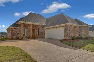 Brandon Single Family Home For Sale: 334 Emerald Dr