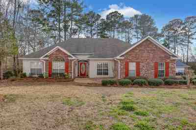 Pearl Single Family Home Contingent/Pending: 687 Country Place Dr