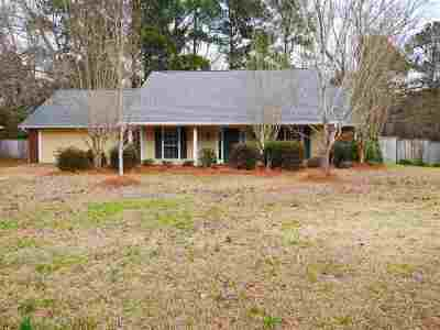Madison Single Family Home For Sale: 105 Cedar Pine Ln