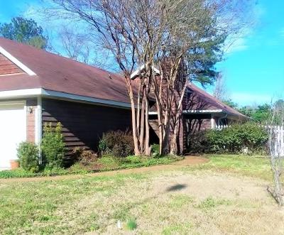 Madison Single Family Home Contingent/Pending: 518 Bedford Cir