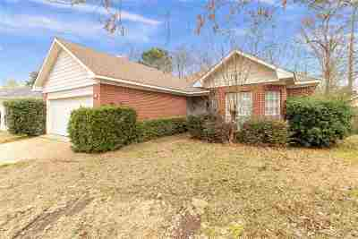 Brandon Single Family Home Contingent/Pending: 589 Acorn Ln