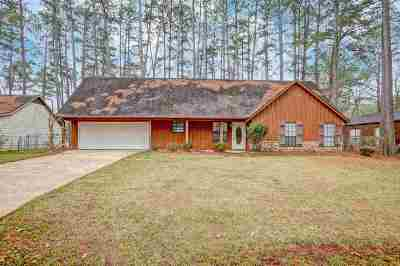 Brandon Single Family Home Contingent/Pending: 135 Dogwood Cir