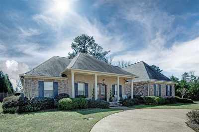 Single Family Home For Sale: 115 W Legacy Dr