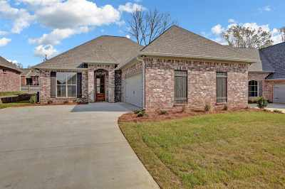 Ridgeland Single Family Home For Sale: 40 Enclave Cir