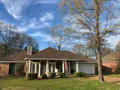 Rankin County Single Family Home For Sale: 207 Oak Brook Dr