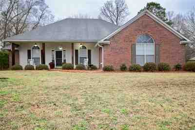 Byram Single Family Home Contingent/Pending: 923 Eagles Nest Dr