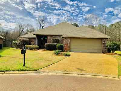 Pearl Single Family Home Contingent/Pending: 1007 Clubhouse Ct