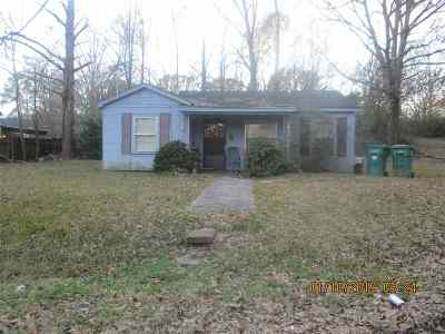 Single Family Home For Sale: 807 Choctaw Courts St