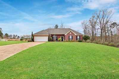 Brandon Single Family Home For Sale: 145 Stratford Dr