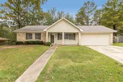 Single Family Home Contingent/Pending: 62 Woodbridge Rd