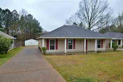 Byram Single Family Home Contingent/Pending: 400 River Bend Dr