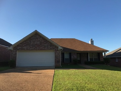 Brandon Single Family Home Contingent/Pending: 611 Briars Bend