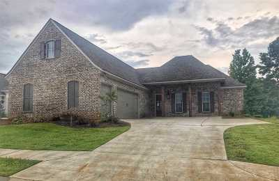 Madison County Single Family Home For Sale: 145 Greenway Ln