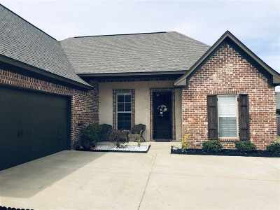Single Family Home For Sale: 223 Greenfield Crossing
