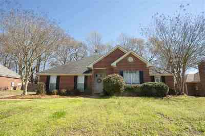 Madison County Single Family Home Contingent/Pending: 420 Madison Oaks Dr