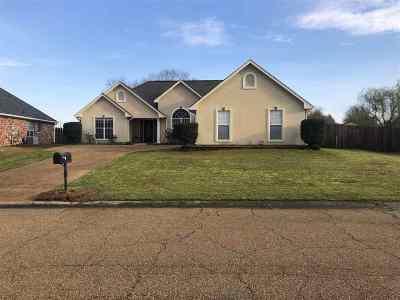 Flowood Single Family Home Contingent/Pending: 437 Westport Way