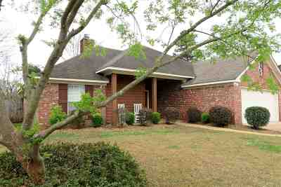 Brandon Single Family Home Contingent/Pending: 304 Silverleaf Cove
