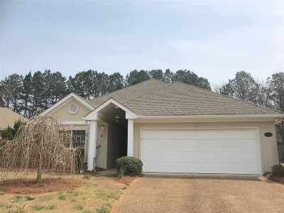 Brandon Single Family Home Contingent/Pending: 214 Garden Dr