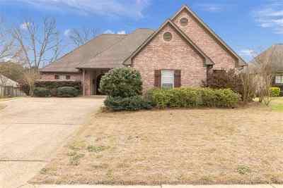 Madison County Single Family Home For Sale: 102 Weldon Dr