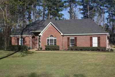 Brandon Single Family Home Contingent/Pending: 104 Hollybush Pl