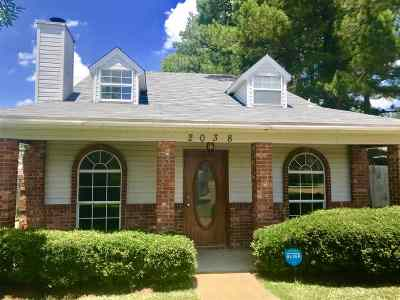 Byram Single Family Home Contingent/Pending: 2038 Fox Cv E