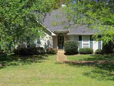 Ridgeland Single Family Home Contingent/Pending: 211 Woodrun Dr