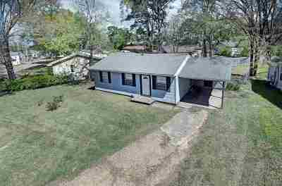 Rankin County Single Family Home Contingent/Pending: 206 Louisa St