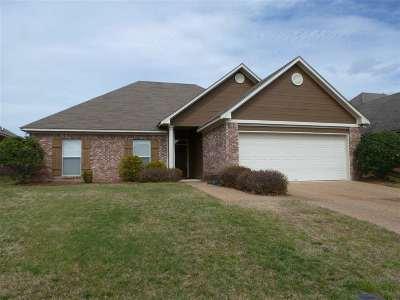 Brandon Single Family Home For Sale: 304 Pinecone Cv