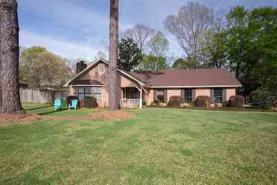 Clinton Single Family Home Contingent/Pending: 104 Sweetgum Ln