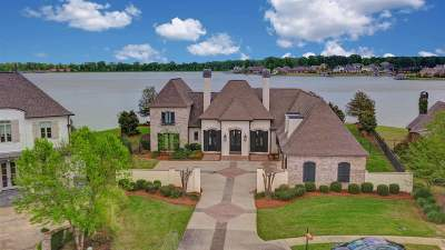Madison Single Family Home For Sale: 125 Glenwood Bend