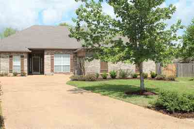 Canton Single Family Home For Sale: 136 Middlefield Dr