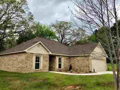 Single Family Home For Sale: 107 Caleb Cv