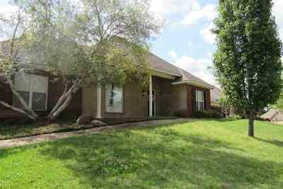 Madison Single Family Home Contingent/Pending: 115 Deer Creek Cv