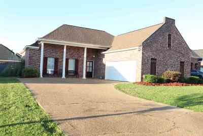 Pearl Single Family Home For Sale: 303 East Magnolia Place