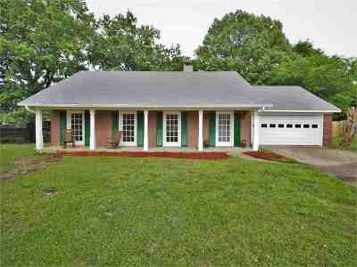 Madison Single Family Home For Sale: 30 Hawthorne Cv